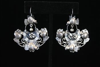 EARRINGS 82